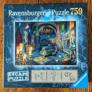 Ravensburger Vampire Castle Escape Puzzle 759 pc